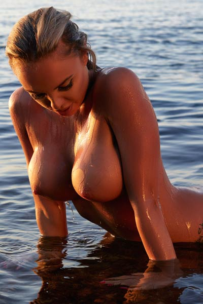 Top class model exposing her big boobs rounded ass and shaved pussy in shallow water