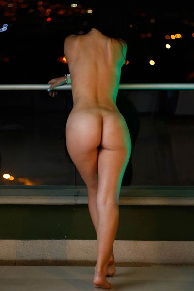 Kate Maze bands over to show us her big butt perfectly