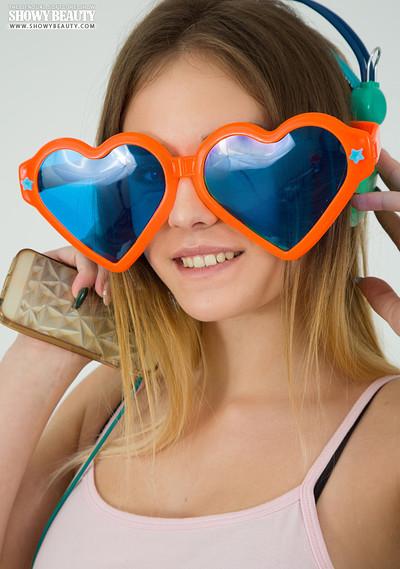 Alisa in Love In Eyes from Showy Beauty