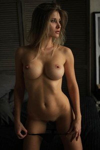 RonyQ is superb brunette lady with all you ever needed