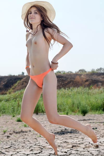 Sweet and petite babe Hrizantema gets nude in nature and dazzles us with her beauty