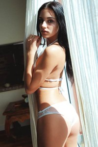Dark haired goddess Sultana shows us her smoking hot body on the couch