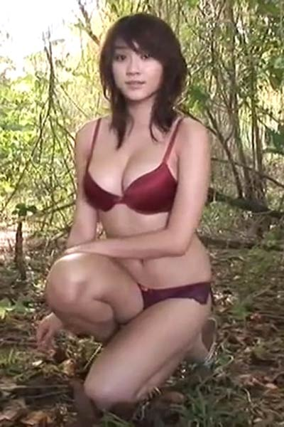 Alluring Babe Mikie Hara gets naked and shows her mind-blowing sex appeal