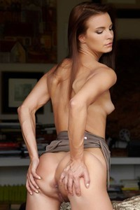 Delectable young babe Suzie Carina spreads her legs to show us her delicious shaved pussy