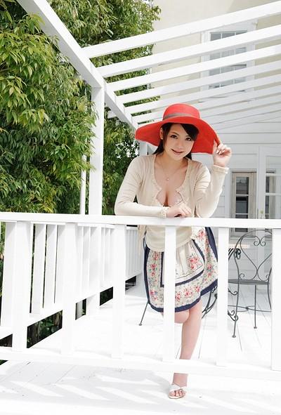 Kana Tsuruta in Girl In The Red Hat from All Gravure
