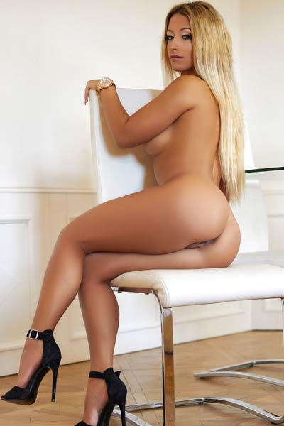 Perfect blonde Pearl will make you horny with simple undressing