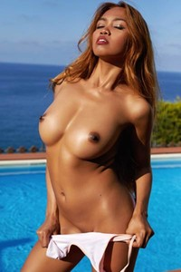 Superb lady Cruzlyn has a full pack with goddess body and sweet face