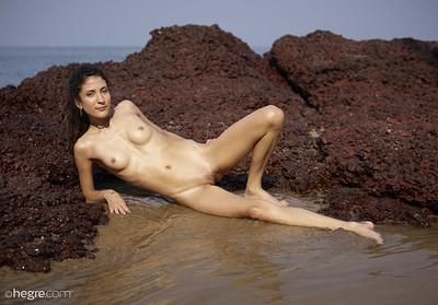 American nude girl image