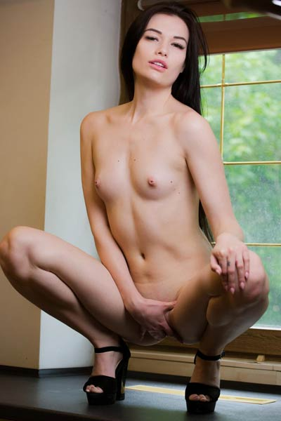Give this beautiful young black haired girl a gold medal for sensual posing