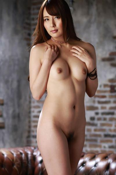 Amazing vixen Jessica Kizaki seductive in In A Red Bow