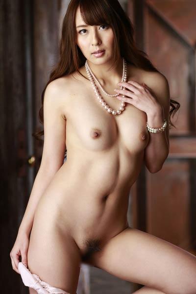 Fantastic allgravure model Jessica Kizaki exposed in Professors Loft 2