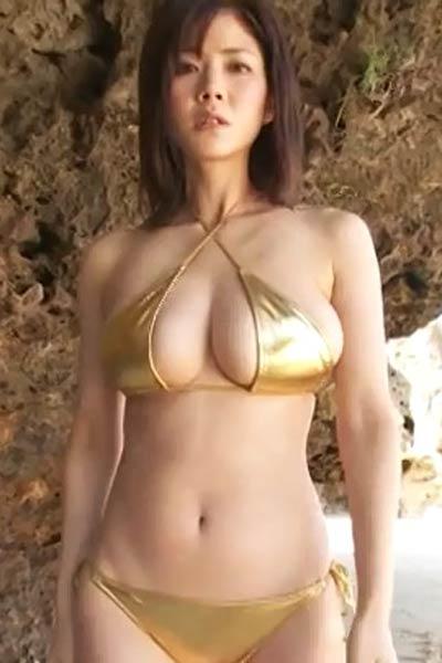 Romantic and effortlessly beautiful allgravure model Mari Takamiya shows off her stunning body