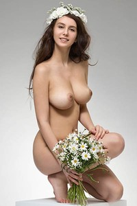 Superb young brunette Alisa I lets us see her big boobs nicely in amazing solo posing action