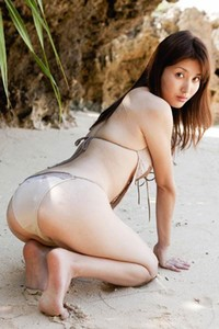 Alluring angel Manami Hashimoto naked in Beach Cove