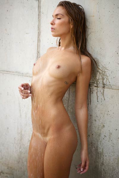 Perfectly shaped chick Amber poses naked under the shower showing her sexy tan lines
