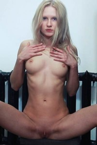 Hot blonde spreads her legs showing us her nice meaty pussy with passion