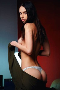 Mesmerizing Dita V amaze us with her seductive striptease