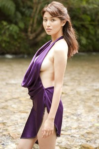 Perfectly Shaped all gravure beauty Manami Hashimoto sensually poses in Road To Happiness