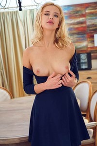 Amazing blonde gets naked and starts showing her body with some style