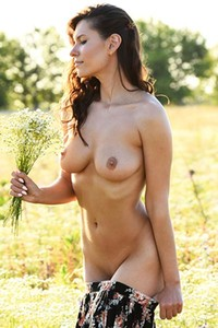 Perfectly shaped brunette Suzanna A flaunts her hot assets in nature