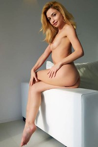 Sensual blonde Susie presents us her slender body in amazing solo posing performance