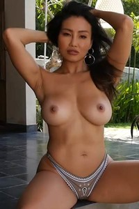 Astonishing lady with perfect body goes fully naked to seduce you even more