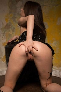 Kinky beauty Nata spreads her legs and plays with her toys