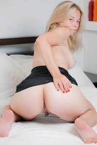 Tattooed blonde girl Bianca Y strips off showing us her body curves perfectly