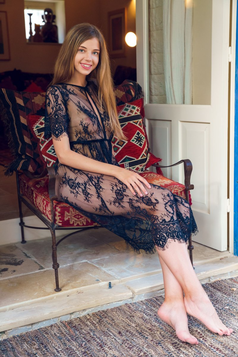 Chantilly Lace  nackt