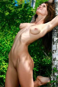 Yasmina is all natural brunette with perfect body that knows how to make your day much better