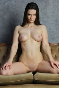 Totally naked Monna Dark is not feeling shy to expose her hot body to you