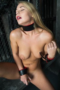Irresistible Sarika A takes off her sexy red lingerie and sticks big carrot into her pussy