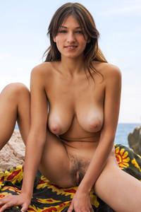 naked big booty blonde girls