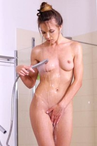 Top class damsel Veronica Clark stuns everyone with her seductive body in Wet Pleasure