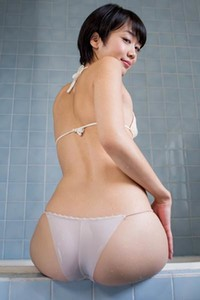 Sexy yet charming babe Koharu Nishino shows off her stunning body in Soapfest