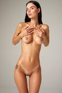 Perfectly shaped tanned beauty seduce us with her sex appeal