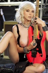 Top class model Hopeless So Frantic charming in Gushing Guitarist