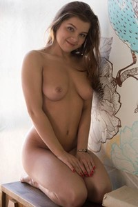 Well stacked hottie Renata Fox poses naked showing us her sex assets