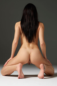 Dark haired goddess Spreads her legs on the floor showing us her meaty pussy