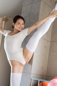 Tempting allgravure model Mayumi Yamanaka erotically poses in Locker Room Drama