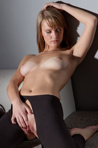 Sisy a flirty and playful babe tears up her pantyhose so she can please herself with hard fingering