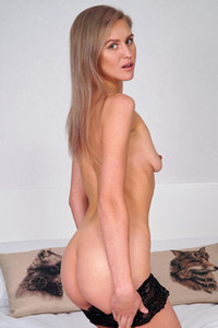 Alluring babe and nubile model Lona charming in The Lovely Lona