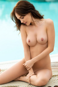Take off your clothes and come on the poolside where all naked Bianka Helen is waiting you