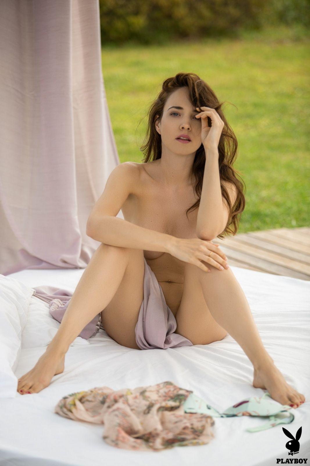 free hot skinny nude pics hellen
