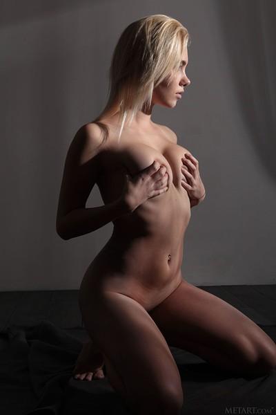 Scarlet in Presenting Scarlet from Met Art