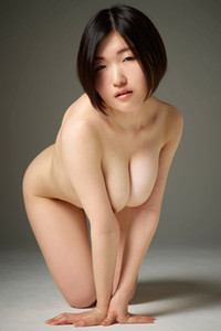 Sexy Asian Beauty Hinaco seductively poses completely naked