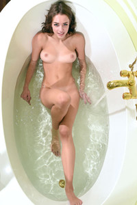 Top class brunette Saloma is taking a bath on one very seductive way