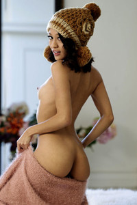 Cute but seductive babe Jasmine Grey sensually poses presenting her petite tanned body