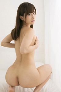 Gorgeous stunner Minami Kojima posing in All Blush