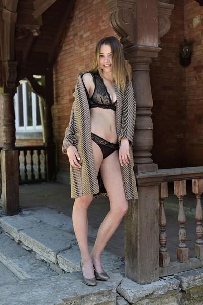 Maxa in Casual Sexy from Met Art